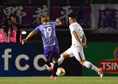 広島対鹿島 後半、勝ち越しゴールを決める広島DF佐々木翔(撮影・上田博志)