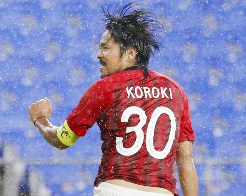 前半、ヘディングで先制ゴールを決める浦和興梠(共同)