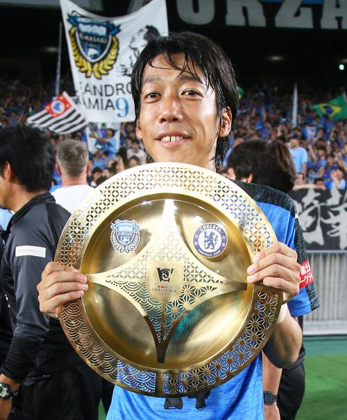 川崎F対チェルシー MVPを獲得し笑顔を見せる川崎F・MF中村(撮影・足立雅史)