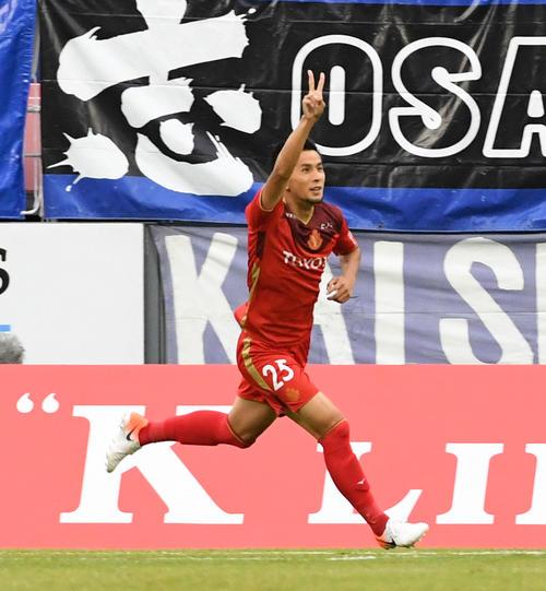 名古屋対G大阪 前半、先制ゴールを決め喜ぶ名古屋FW前田(撮影・前岡正明)