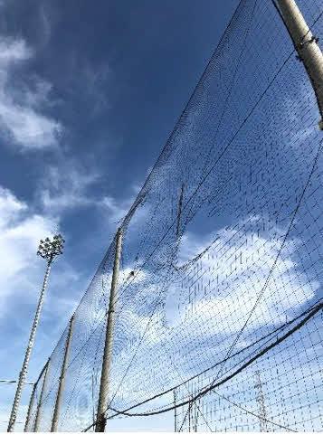 台風15号の影響でネットが破れたJ2千葉の練習場