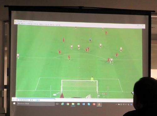 VARが導入されたルヴァン杯準々決勝の鹿島-浦和戦の後半45分、浦和杉本と鹿島ブエノが競り合う場面の確認映像