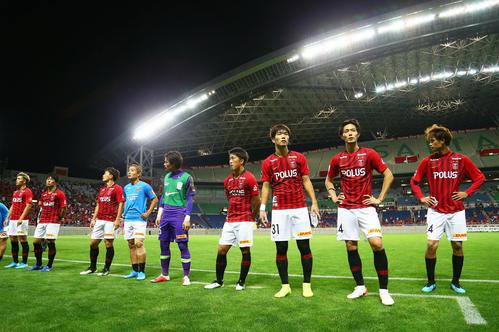 浦和対Honda FC Honda FCに敗れがっくりと引き揚げる浦和イレブン(撮影・足立雅史)