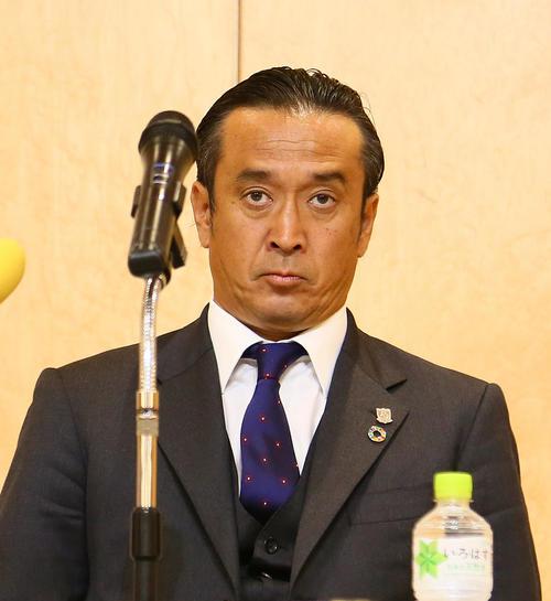 浦和対Honda FC 試合後の会見で厳しい表情を見せる浦和大槻監督(撮影・足立雅史)