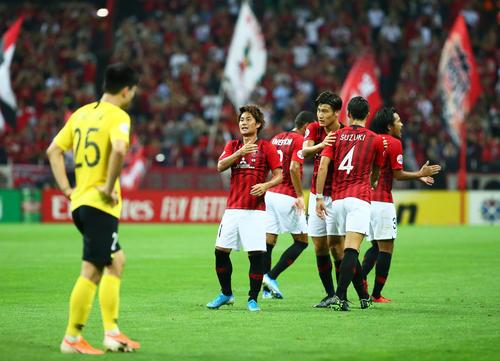浦和対広州恒大 後半、ゴールを決め喜ぶMF関根(後方左端)ら浦和イレブン(撮影・足立雅史)