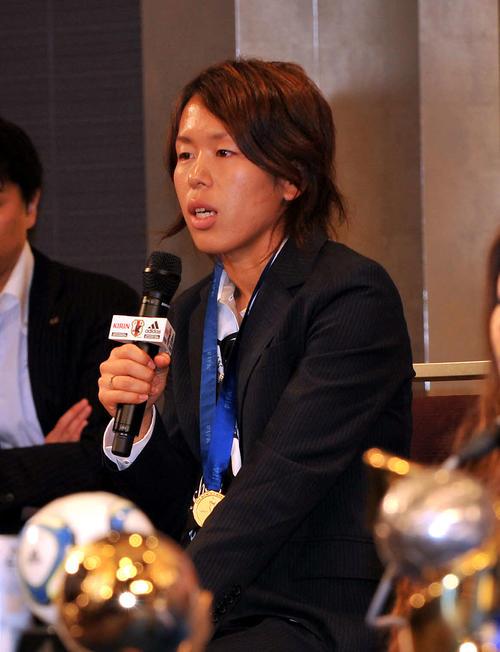 女子サッカーW杯で優勝し会見する岩清水梓(2011年7月19日撮影)