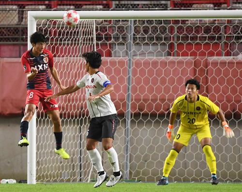 鹿島対ホンダFC 後半、ゴールを決める鹿島FW土居(左)(撮影・横山健太)