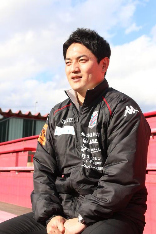 インタビューに答える札幌の鈴木スカウト(撮影・保坂果那)