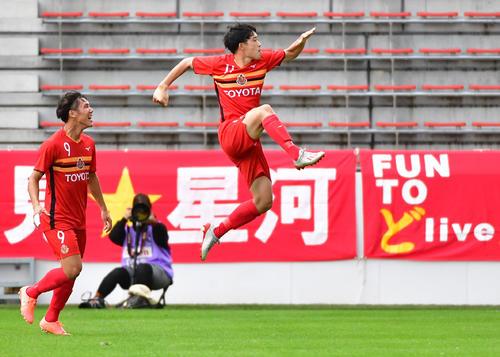 Jユース杯決勝 G大阪対名古屋 前半、左足でチーム2点目を決める名古屋FW村上千歩(撮影・清水貴仁)