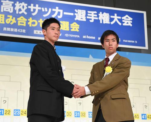 静岡学園・阿部主将(左)と岡山学芸館・大山主将