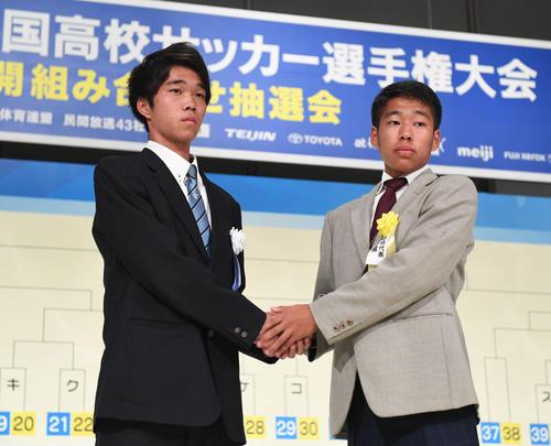 京都橘・佐藤主将(右)と鵬学園・河村主将