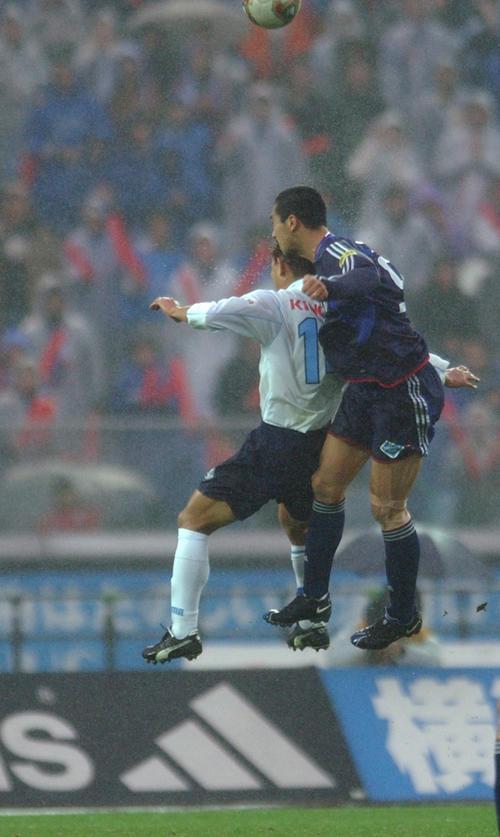 03年11月29日 横浜対磐田 後半ロスタイム、決勝のゴールを決める久保竜彦