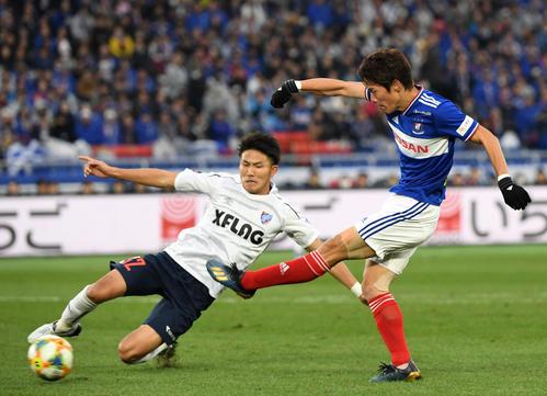 横浜対東京 後半、ゴールを決める横浜FW遠藤(撮影・横山健太)
