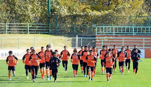 21日の天皇杯準決勝に向けて練習を再開した清水の選手たち