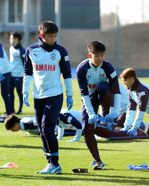 フィジカルトレーニングに励む磐田MF清田(右)とFW三木