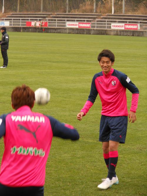 バルセロナ移籍の可能性が報じられたC大阪MF西川だが笑顔で練習に参加する(撮影・横田和幸)