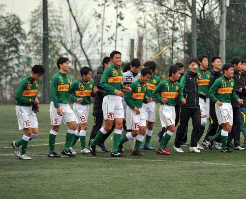 新チーム最初の公式戦で快勝した静岡学園の選手たち