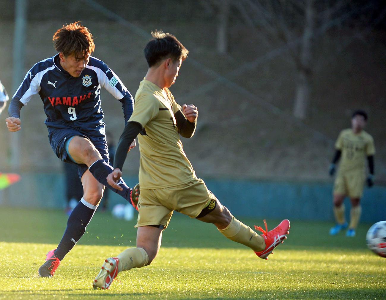 4本目の22分に追加点を決める磐田FW小川航