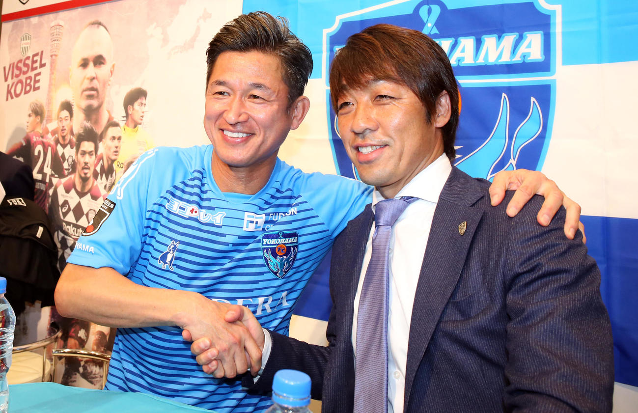 横浜FC・FW三浦(左)と下平監督(2020年2月14日撮影)