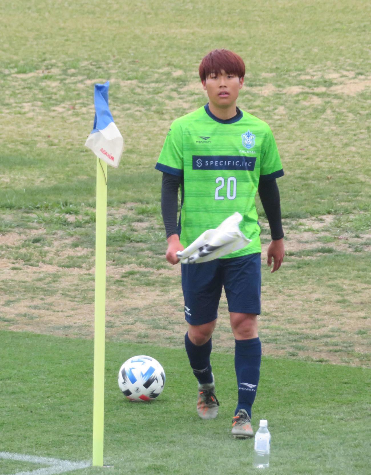 J2水戸との練習マッチでFWと左サイドの2ポジションでプレーした湘南FW岩崎