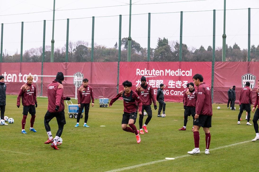 5連休明けで練習を再開させた神戸の選手ら(C)VISSELKOBE