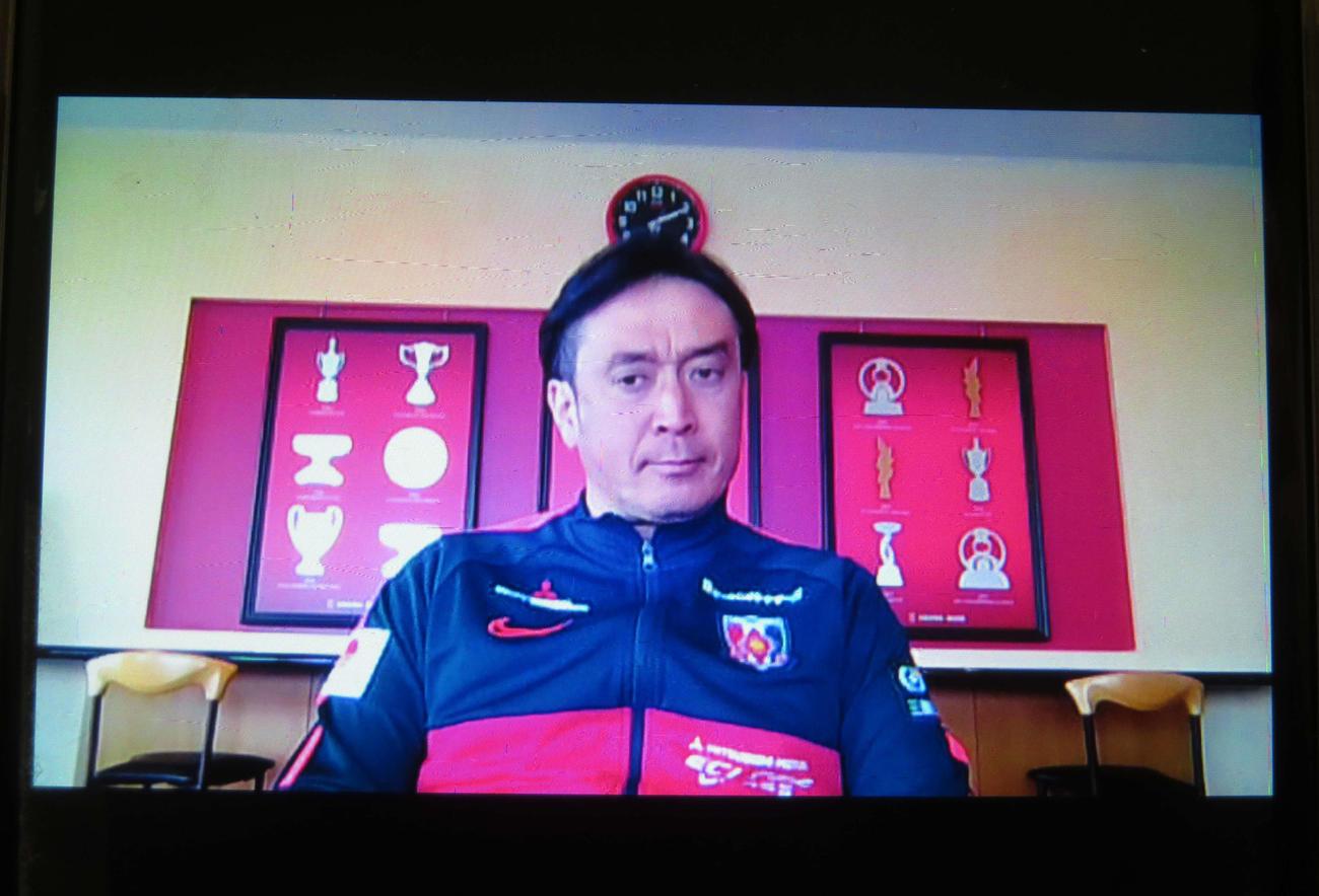 オンライン会議システム「Zoom」で練習再開の会見に臨んだ浦和の大槻監督