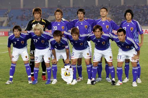 07年、五輪アジア最終予選ベトナム対日本 前列右が岡崎