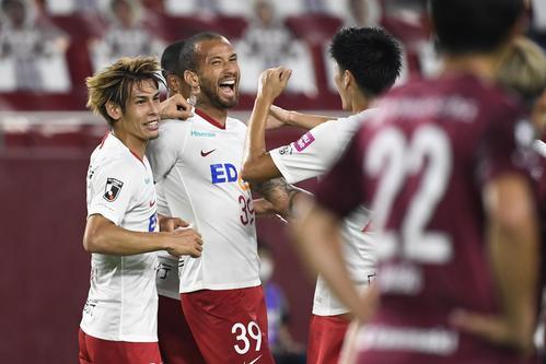 前半、ゴールを決め喜ぶ広島・レアンドロペレイラ(共同)