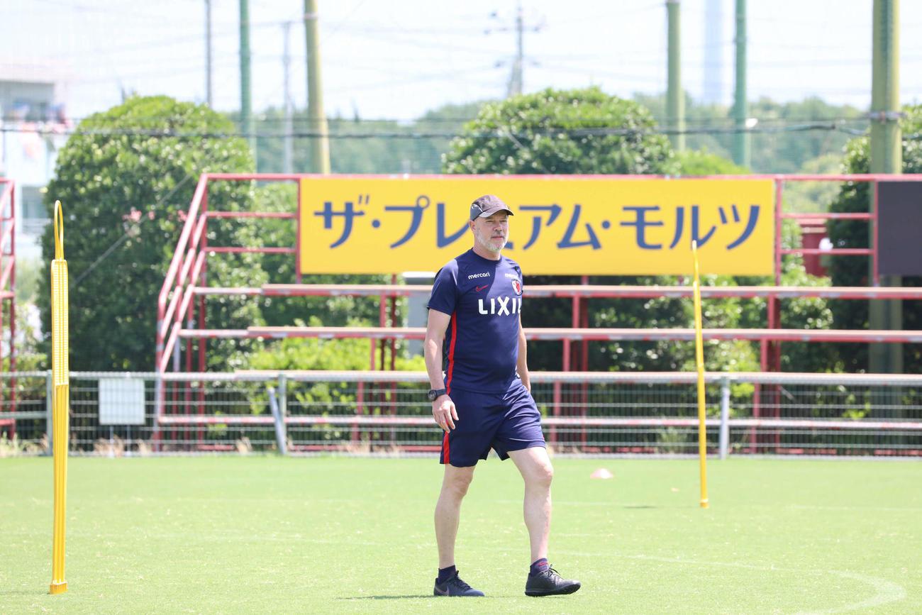 練習を指導する鹿島ザーゴ監督(C)KASHIMA ANTLERS