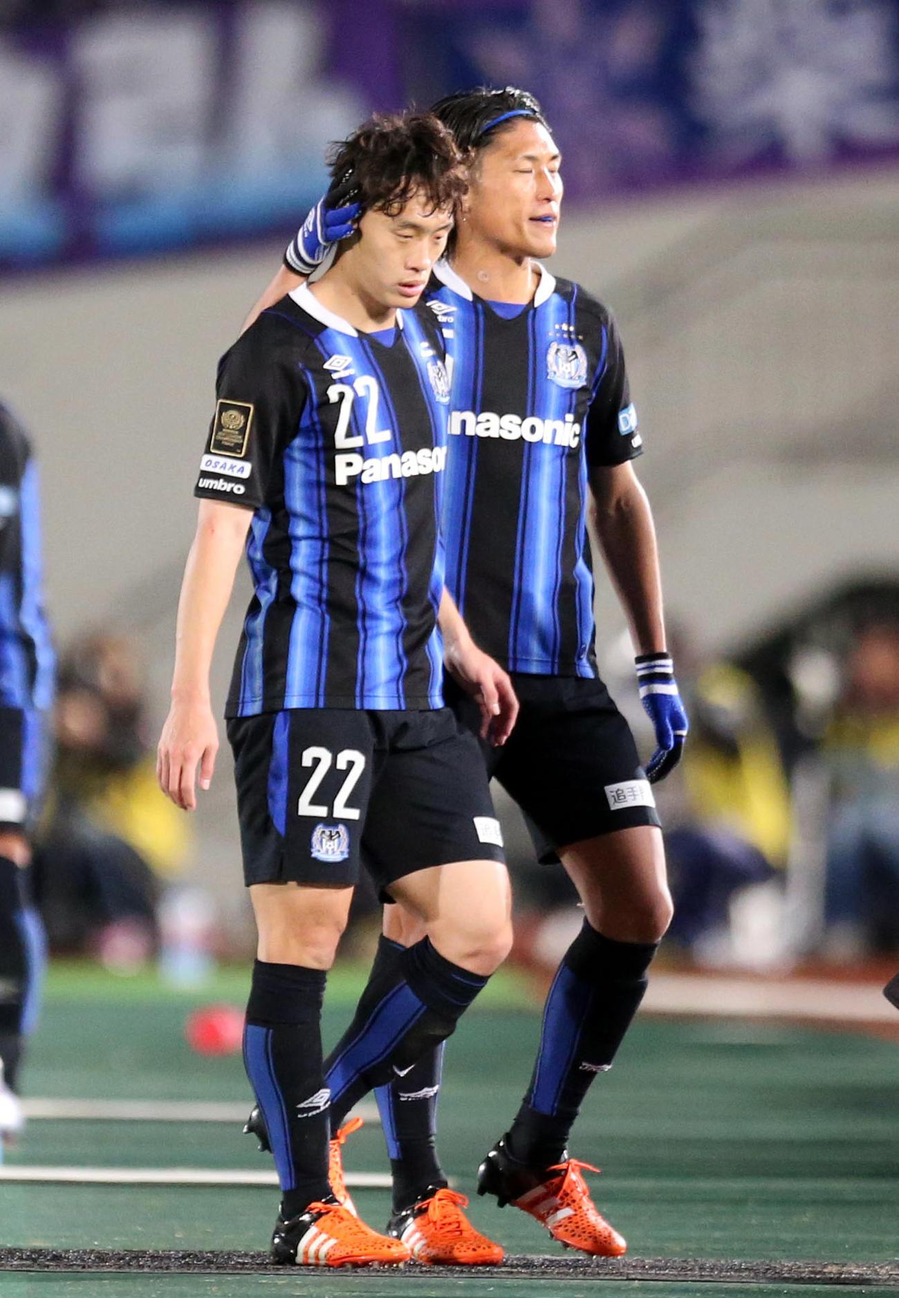 G大阪DFオ・ジェソク(左)(2015年12月2日撮影)