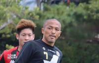 琉球小野伸二が開始4分で負傷交代、右膝押さえ転倒 - J2 : 日刊スポーツ