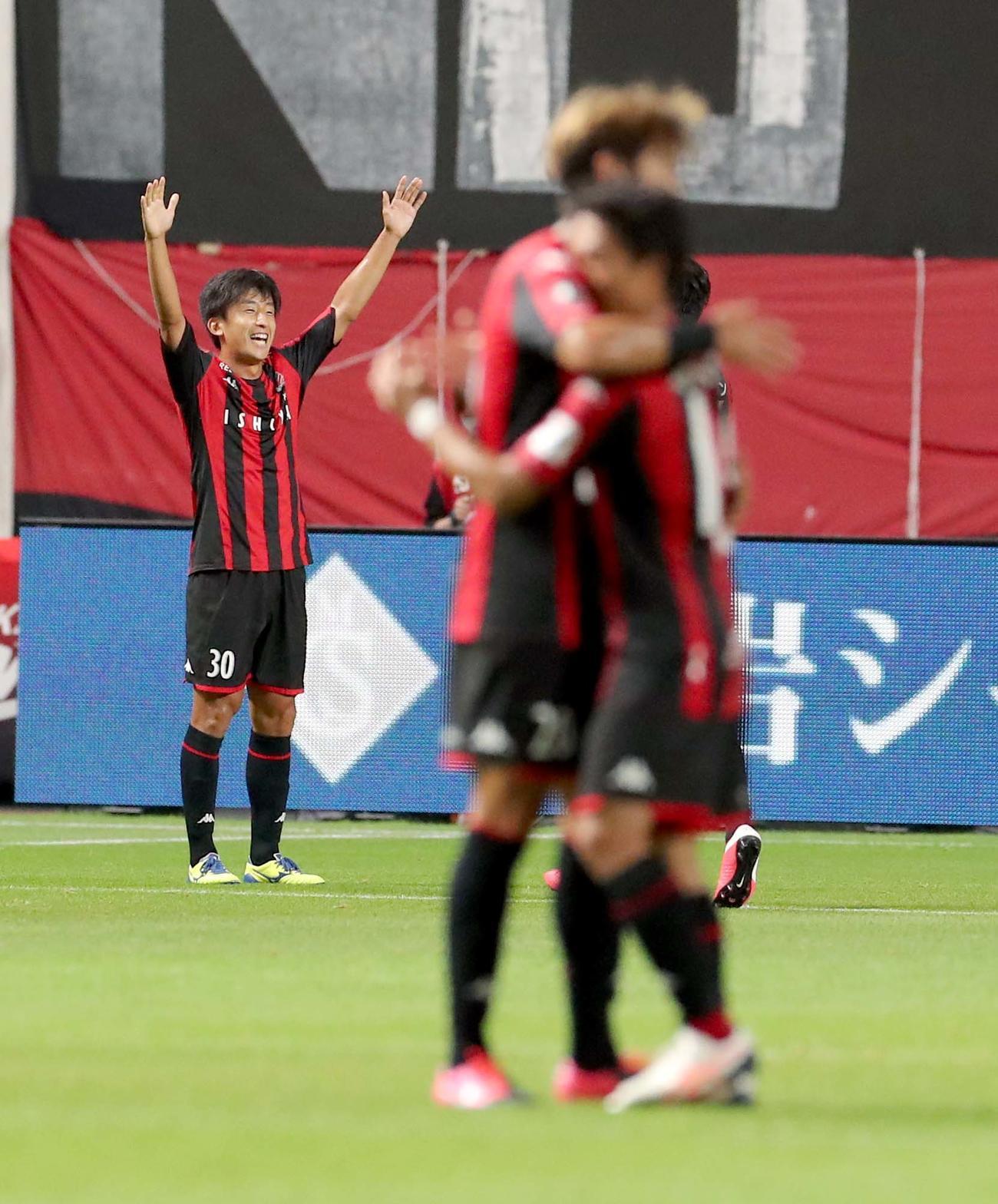 札幌対横浜 後半44分、ゴールを決め喜ぶ札幌MF金子(撮影・佐藤翔太)