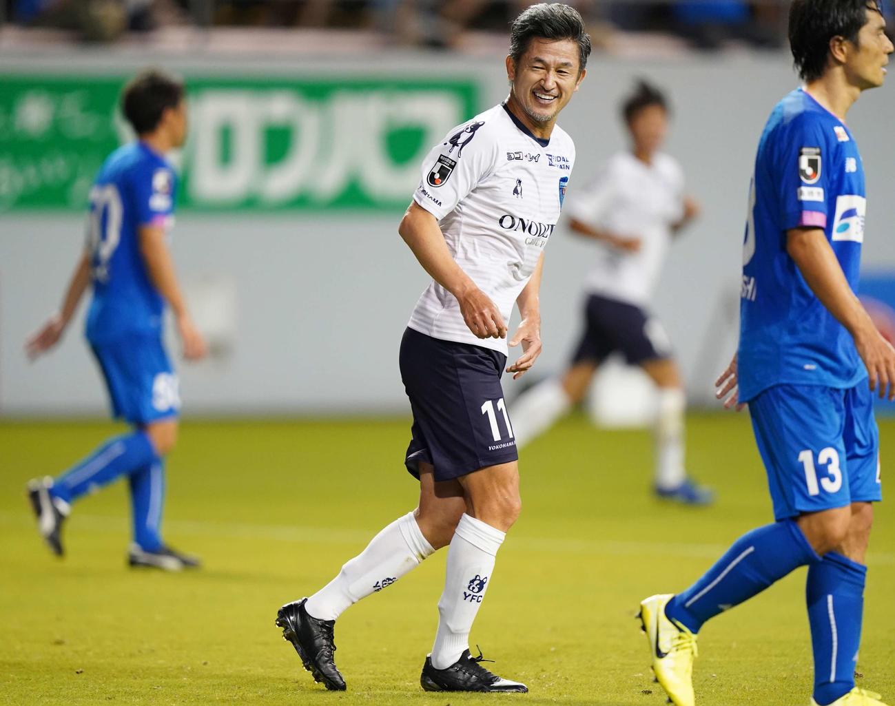 鳥栖対横浜FC 前半、ヘディングシュートを決めきれず悔しい表情の横浜FC・FWカズ(撮影・江口和貴)