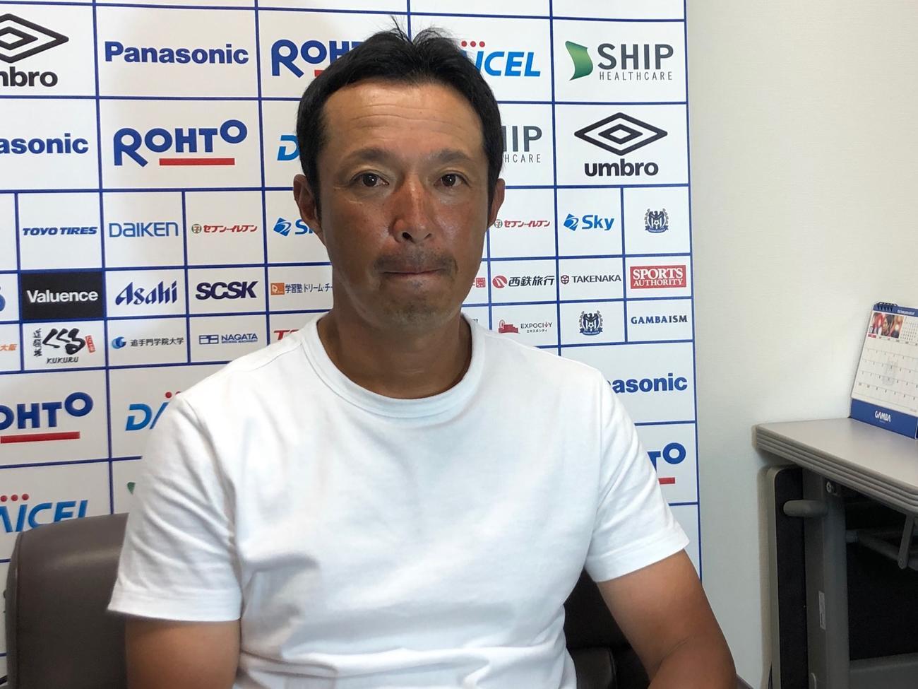 取材対応するG大阪U-23森下仁志監督(C)GAMBAOSAKA