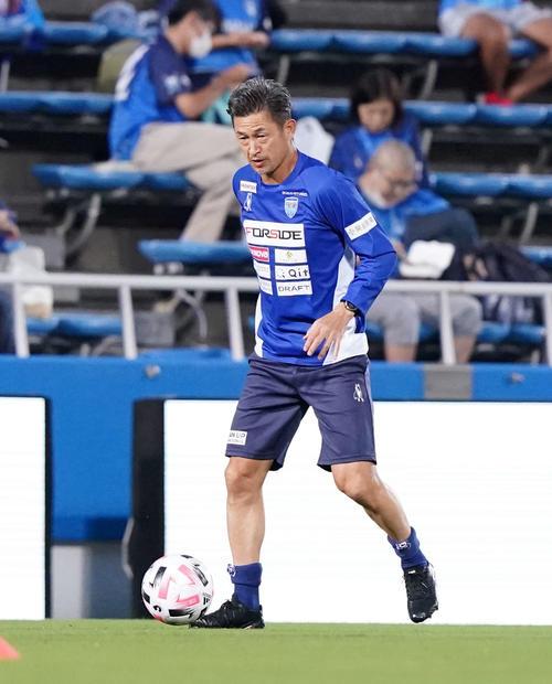 横浜FC対名古屋 試合前、練習する横浜FC・FWカズ(撮影・江口和貴)
