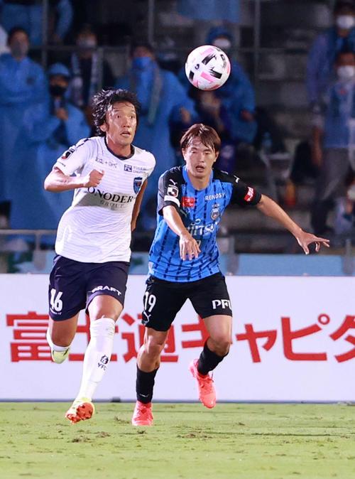 川崎F対横浜FC前半先発出場横浜FC・MF中村(左)(撮影・江口和貴)