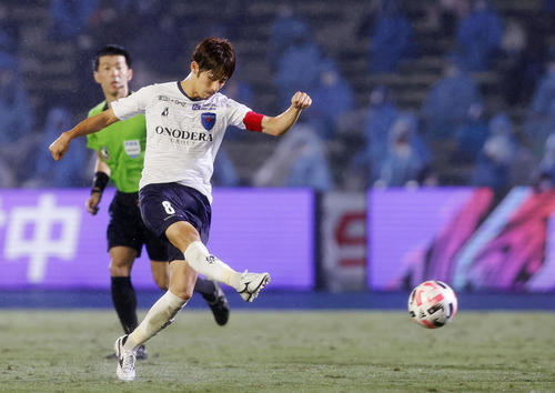 川崎―横浜FC 後半、ゴールを決める横浜FC・佐藤(共同)