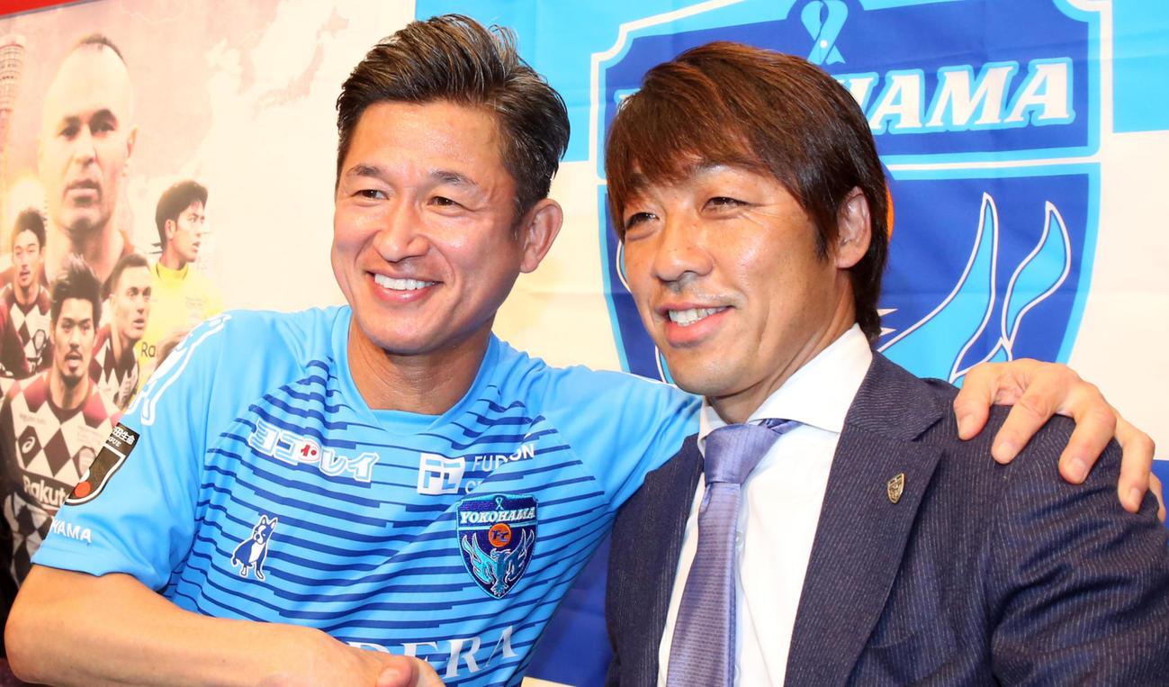 横浜FC・FW三浦(左)と下平監督