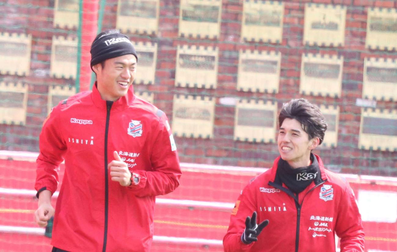 札幌GK中野小次郎と身長176センチMF中野嘉大(右)(4月11日撮影)