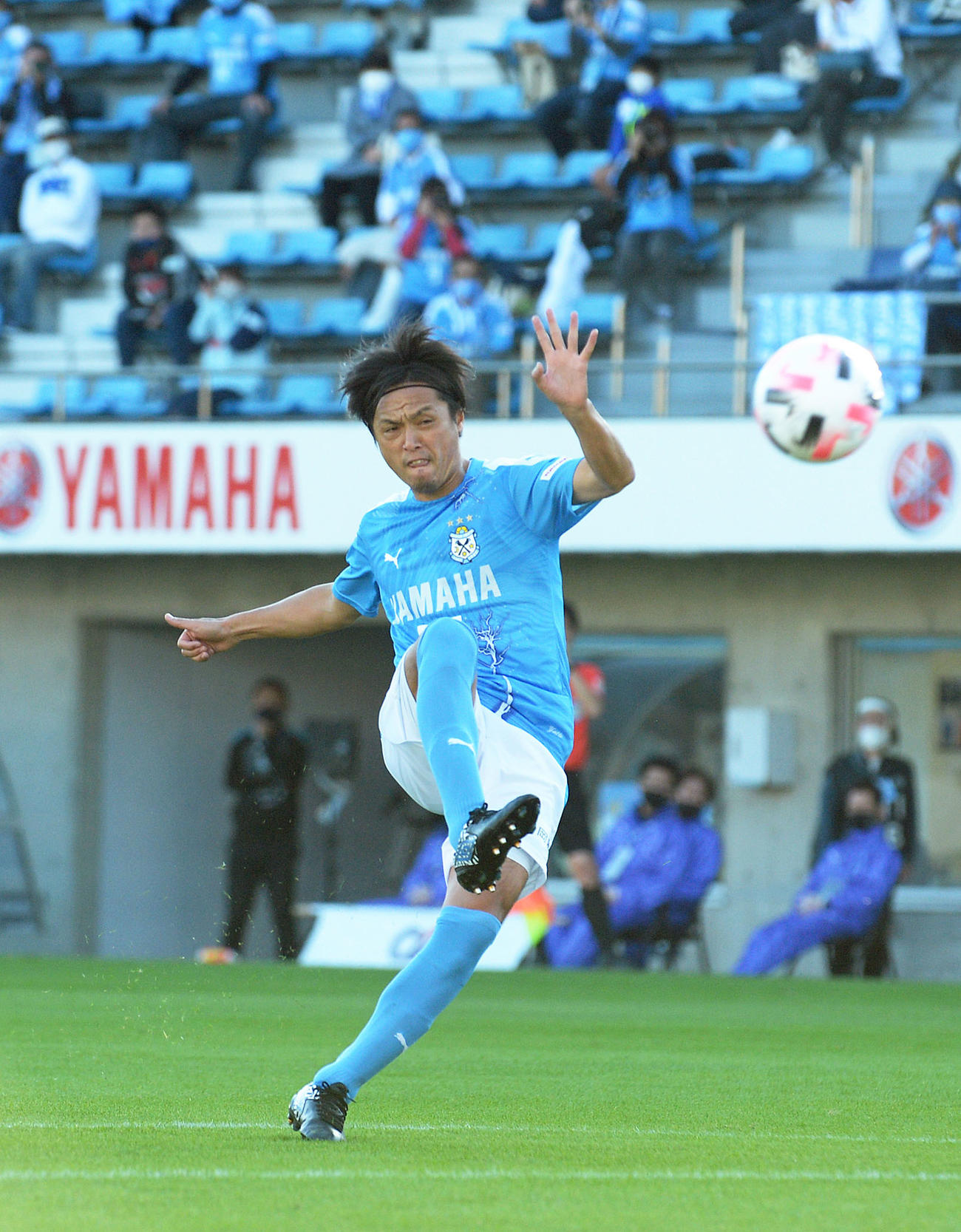 前半29分、直接FKを決める磐田MF遠藤