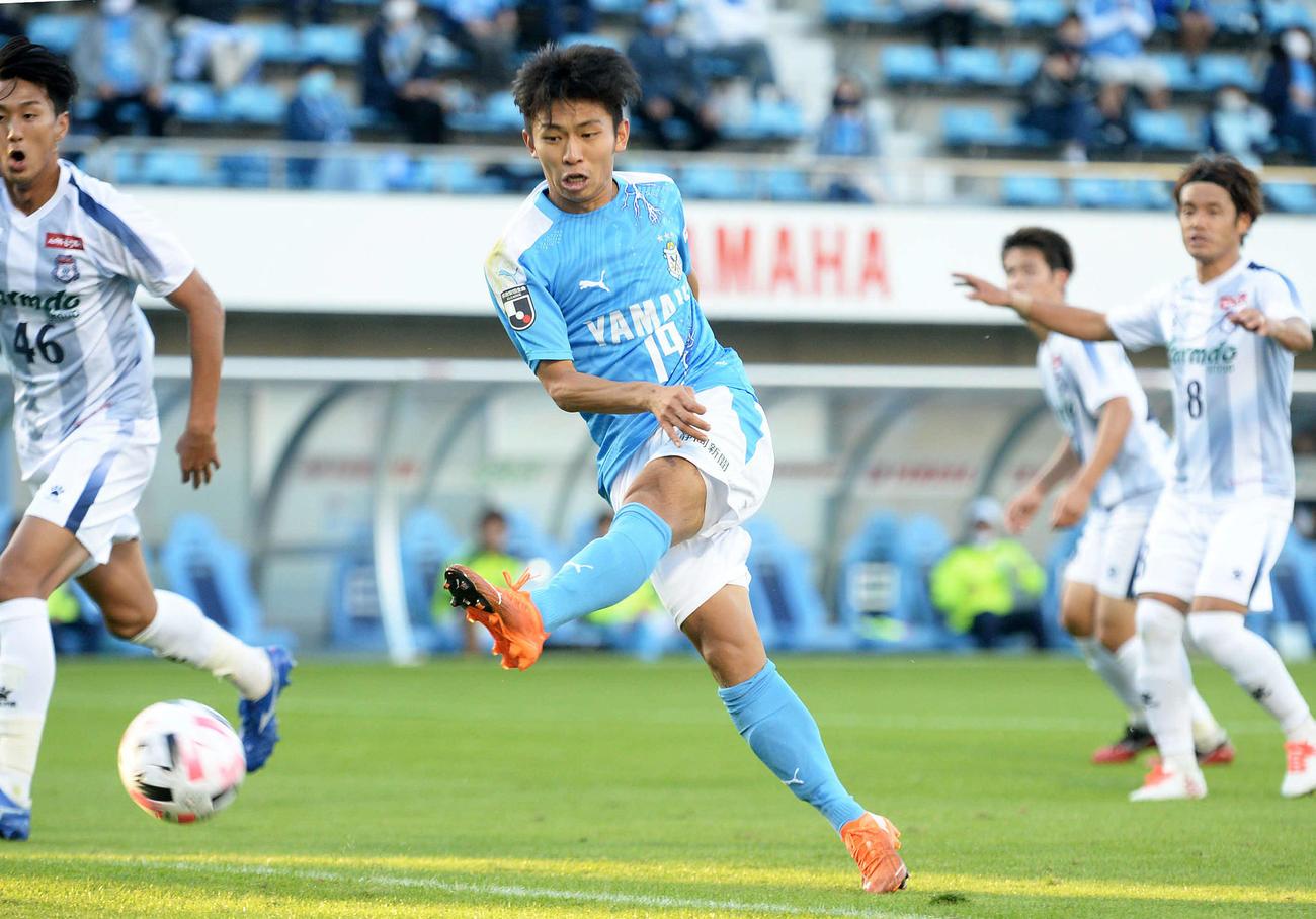 後半31分、左足で決勝点を決める磐田FW三木
