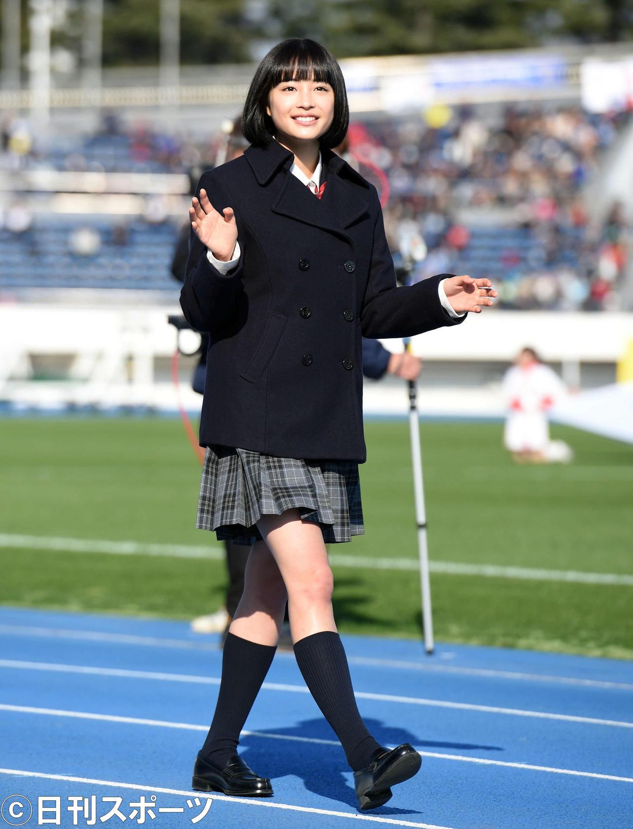 第93回全国高校サッカー選手権大会 応援マネジャーの広瀬すず(14年12月30日)