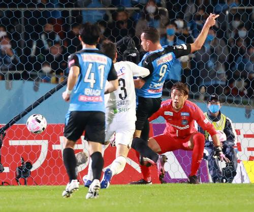 川崎F対G大阪 前半、先制ゴールを決める川崎F・FWダミアン(撮影・江口和貴)