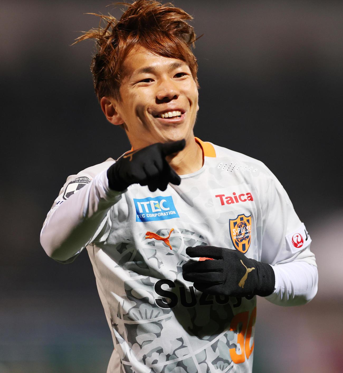 横浜FC対清水 前半、先制ゴールを決め喜ぶ清水MF金子(撮影・野上伸悟)