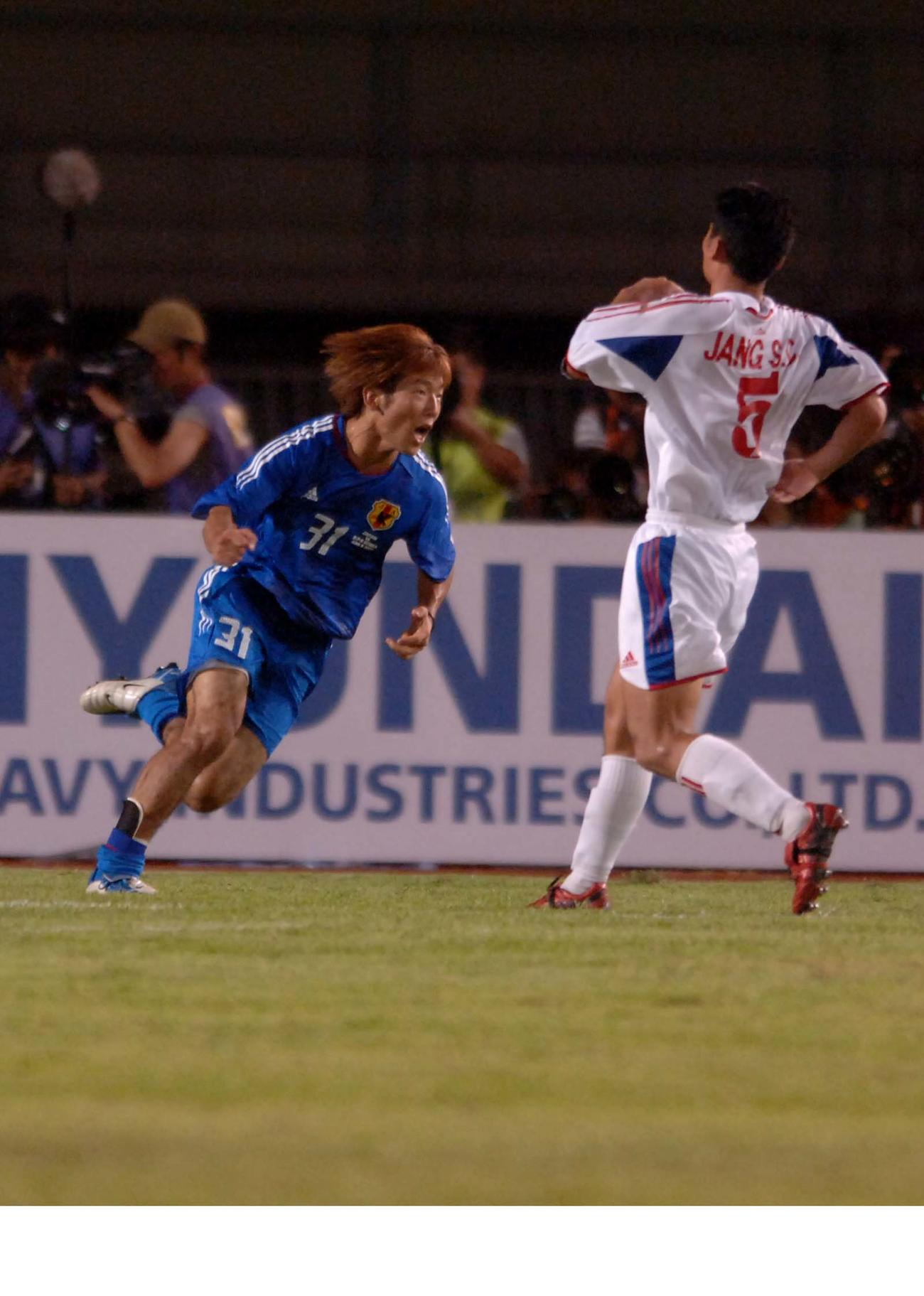 05年のW杯アジア最終予選 北朝鮮対日本 後半43分、ゴールを決めガッツポーズをする大黒将志