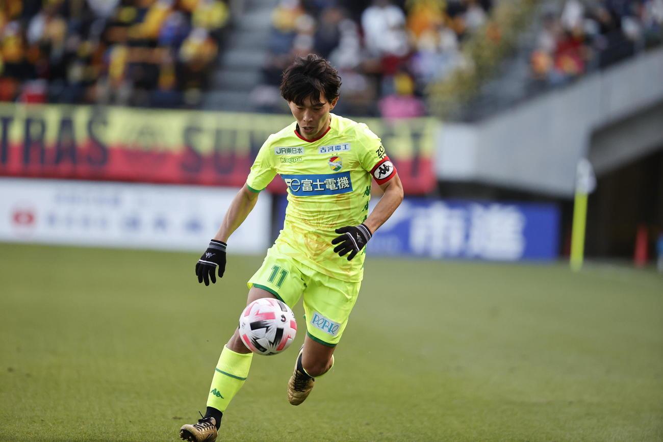 現役最後の試合でプレーする千葉FW佐藤寿人(クラブ提供)