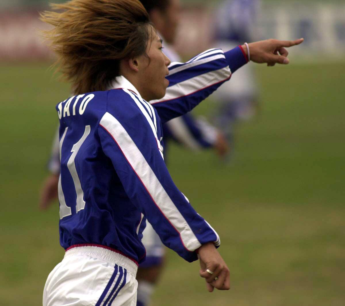 アジアユース選手権 1次リーグ日本対タイ 前半15分、佐藤寿人は1点目のゴールを決め喜ぶ(2000年11月15日撮影)