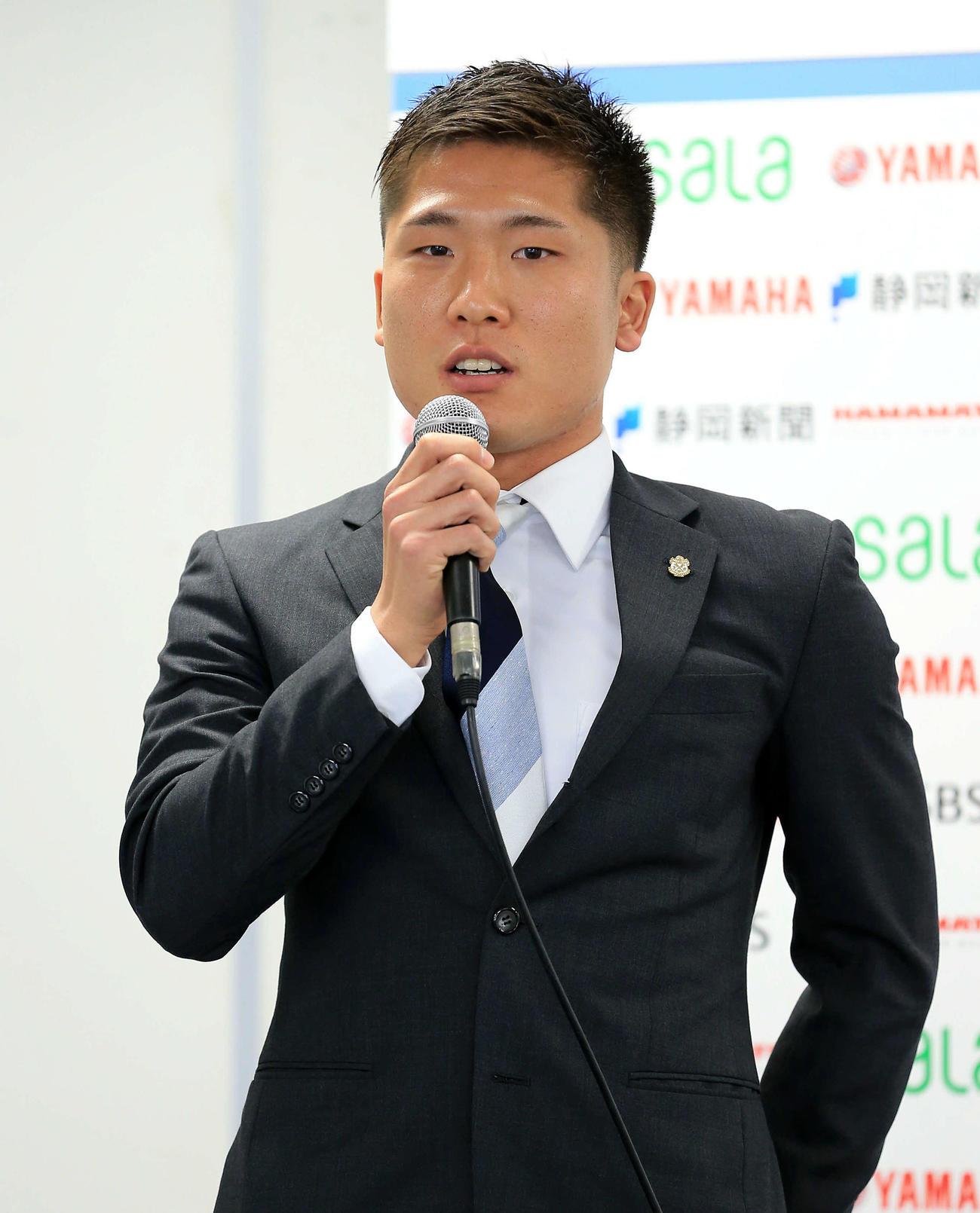今季の抱負を語る磐田MF鹿沼(C)JUBILO IWATA