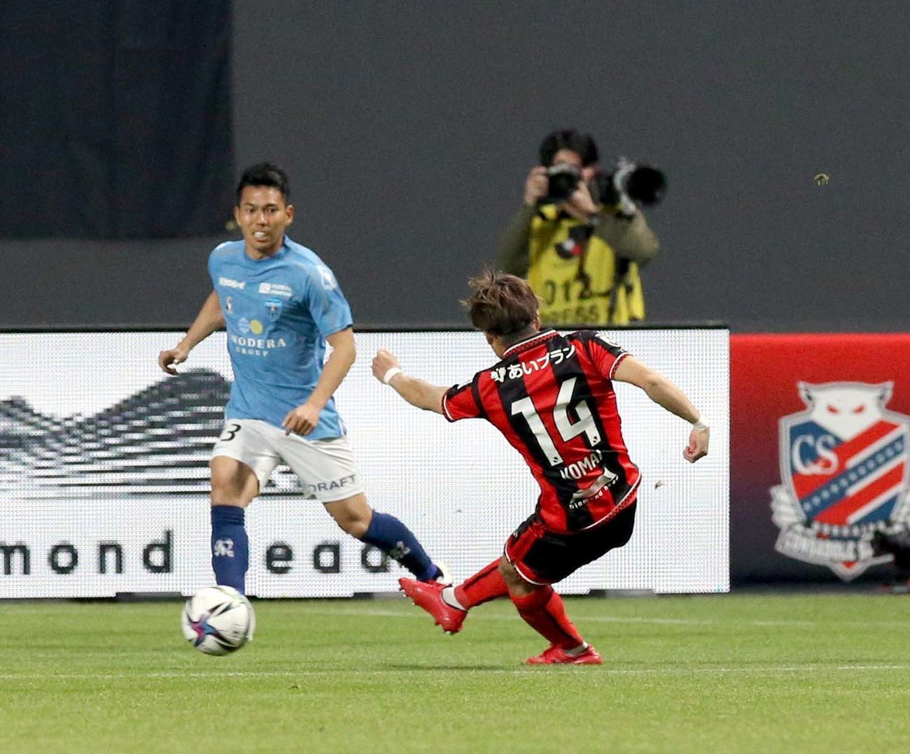札幌対横浜FC 前半2分、ゴールを決める札幌MF駒井(撮影・佐藤翔太)