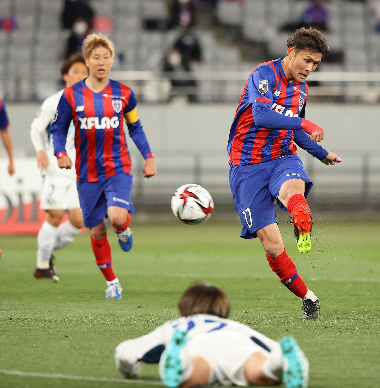 東京対徳島 後半、左足でゴールを決める東京FW田川(撮影・垰建太)